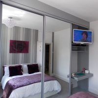 mirrored sliding wardrobe doors