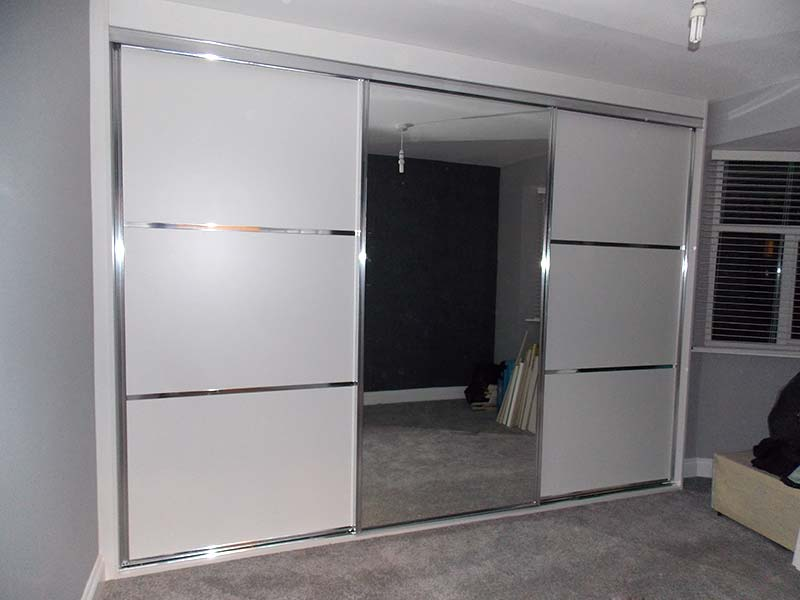 Beautiful Chrome Amp White Panelled Mirrored Sliding